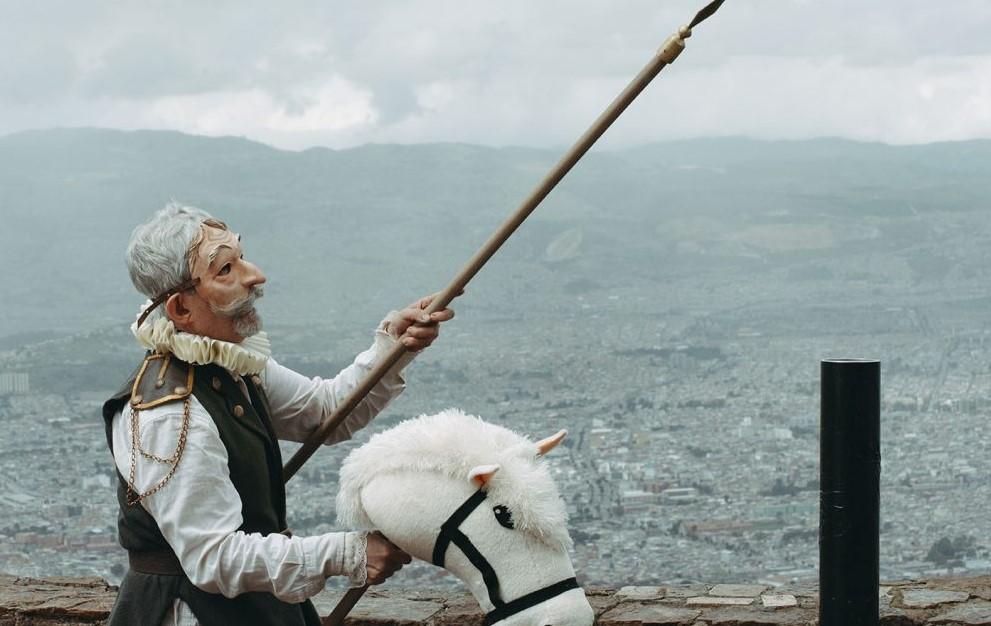 Un tal Alonso Quijano: las aventuras del Quijote en Bogotá se estrenan hoy en YouTube -
